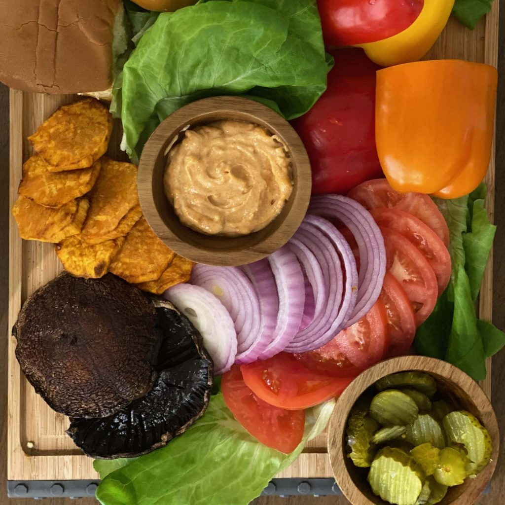 barbecue and burgers, lis on life, lis-on-life, barbecue and burgers lis on life, barbecue and burgers lis-on-life, lis on food, lis-on-food, raw burgers, grilling season, seasonal burgers, grilled fruit, burger board, grilled veggies, serving ideas, tips, outdoor activities